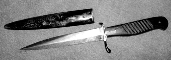 Модель немецкого окопного ножа с эргономичной рукоятью и оптимизированной гардой